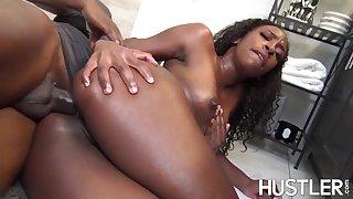 Ebony Milf  - Koko hontas - Handjob