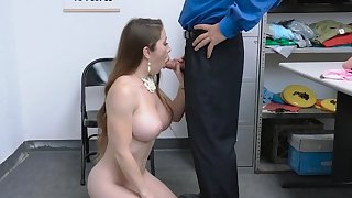 MILF stealing lingerie d�bris up on security guards cock