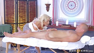 Leggy MILF Olivia Fox savors unendingly second be useful to a pile-driving fuck