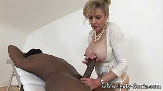 mom Sonia Playing with BIG BLACK Dig up - Interracial