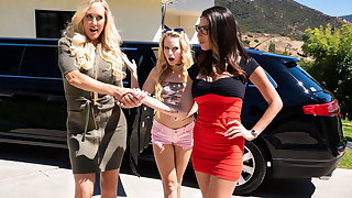 Watching My Stepmom Fuck MILF Consumer Until I Joined