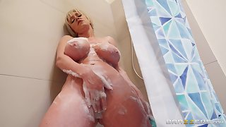 Chips she takes a shower Dee Williams jumps on a friend's hard penis