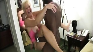 Busty grown up amateur gives a excellent blowjob