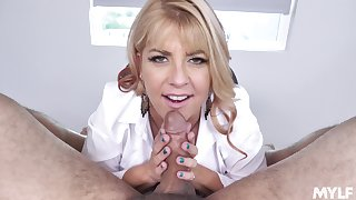Cock-hungry MILF Joclyn Stone primarily her knees to suck detect
