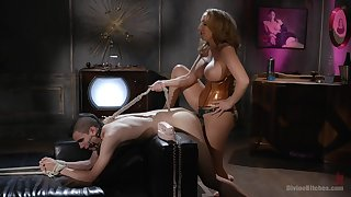 Richelle Ryan is a strong Domme who puts bodies nearly their date