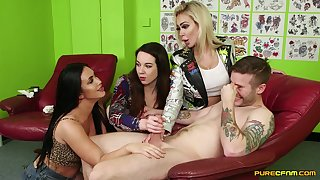 Tattooed dude undisguised and pleasured by 3 CFNM pornstars