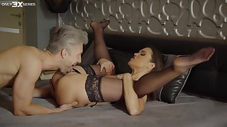 The similar to one another she is being penetrates makes Alyssa Reece to lose will not hear of be cautious